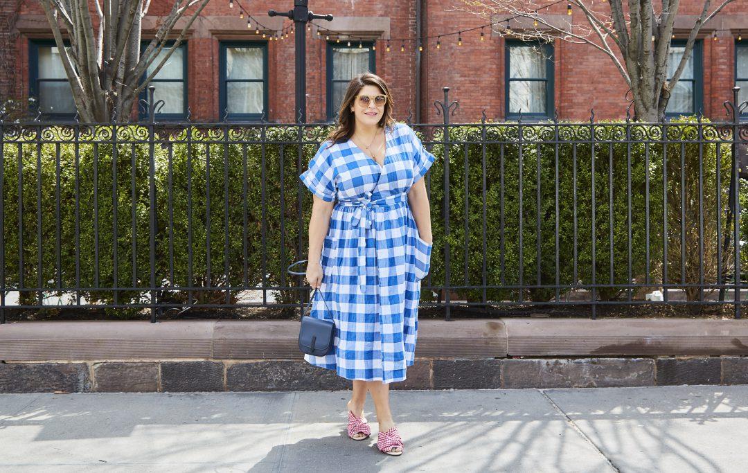 46531673c6db Katie Sturino driver bloggen the12ishstyle (finns även på instagram). Hon  gör ofta just jämförelser med snarlika trender som smala celebs bär och ger  sig på ...