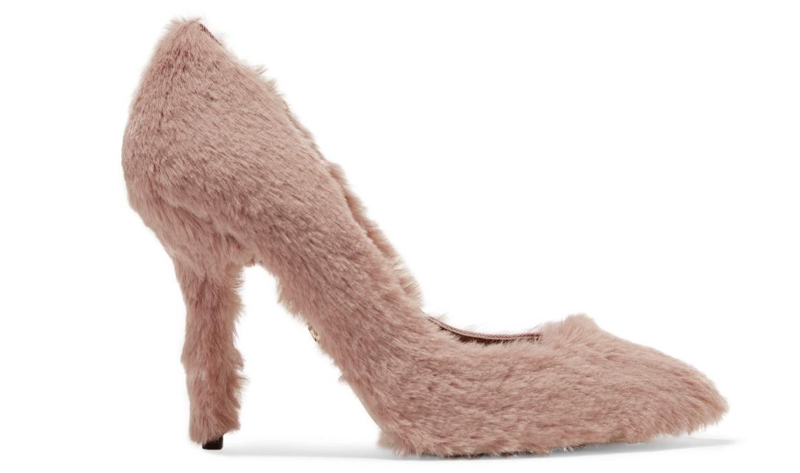 Dolce   Gabbanas pumps med fuskpäls kändes lite märkliga vid en första  anblick. Samtidigt 2acb51bb70af2
